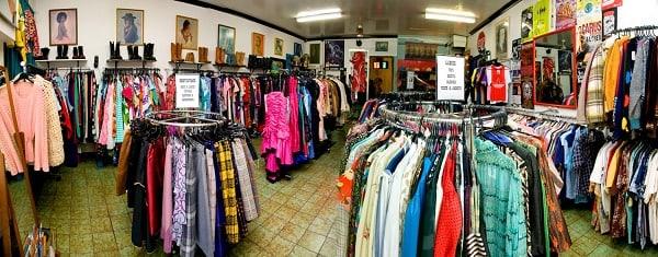 Cửa hàng bán quần áo nam và nữ
