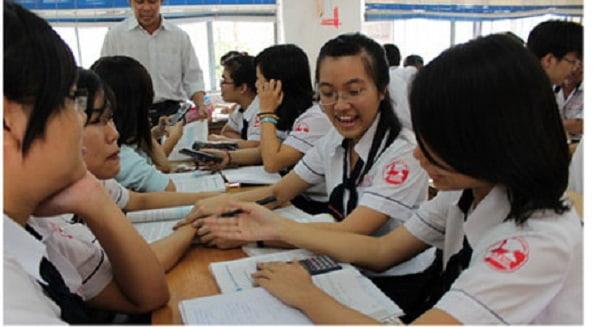 Việc học bài theo nhóm sẽ giúp các em dễ dàng giải được bài tập khó