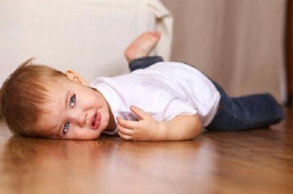 Xử trí thế nào khi trẻ bị co giật động kinh? 1