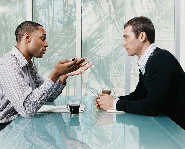 Sử dụng ngôn ngữ tay như thế nào khi giao tiếp