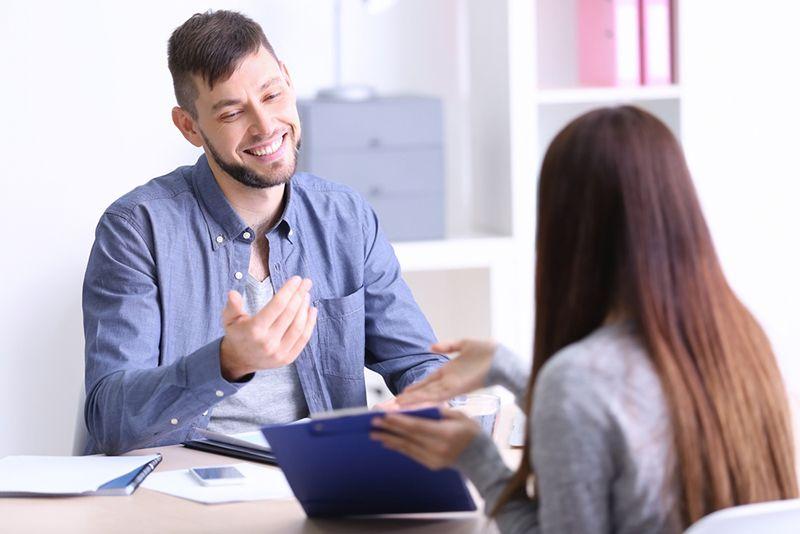 Nụ cười- yếu tố quan trọng trong giao tiếp phi ngôn ngữ