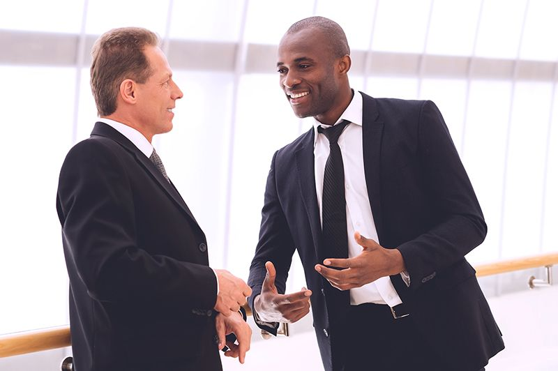 Sử dụng ánh mắt trong các cuộc gặp mặt trực tiếp