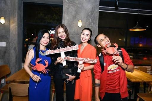 Nhiều nhân vật nổi tiếng tới ủng hộ quán của Hà Tăng